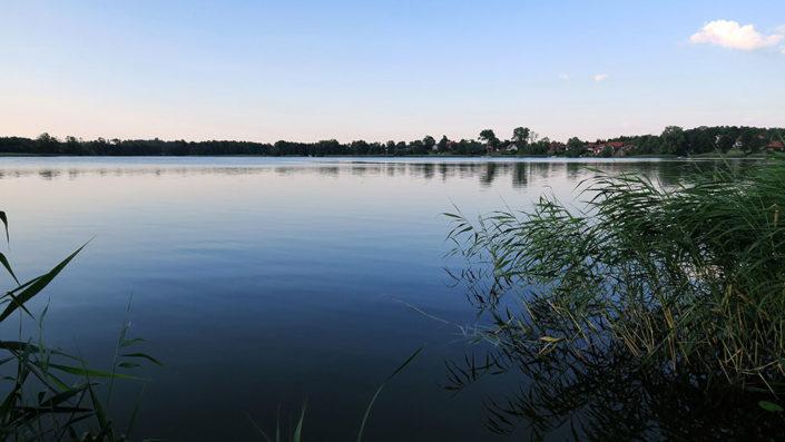 Pokoje nad Jeziorem Mazury   Jezioro - widok na zatokę i wieś Zełwągi. Dom nad Zatoką