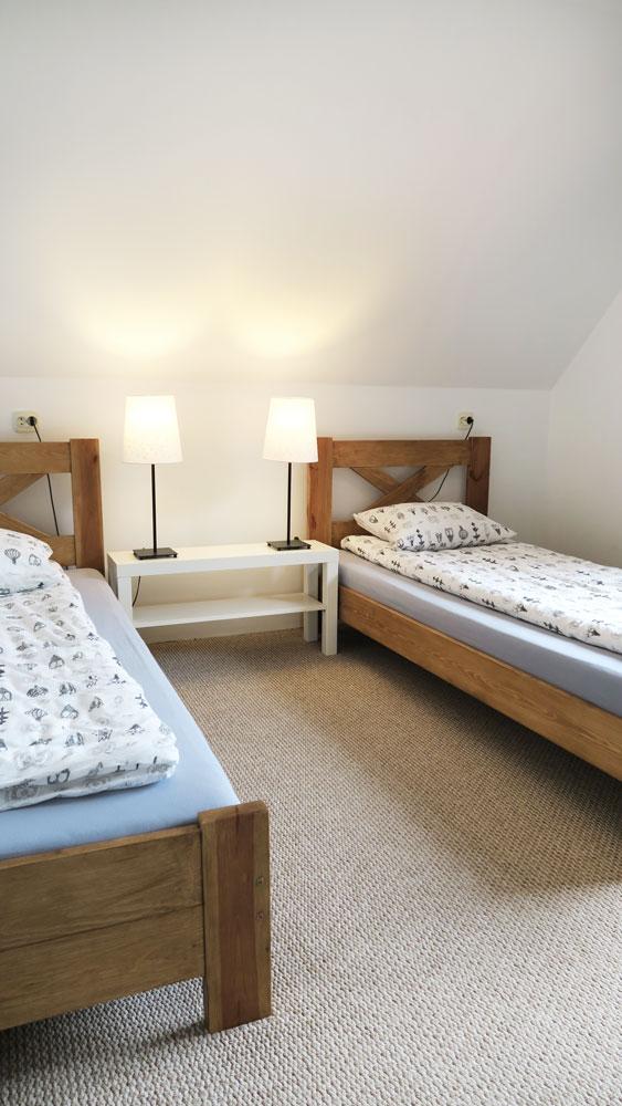 Pokoje nad Jeziorem Mazury | Apartament nr 6 sypialnia z dwoma łóżkami. Dom nad Zatoką