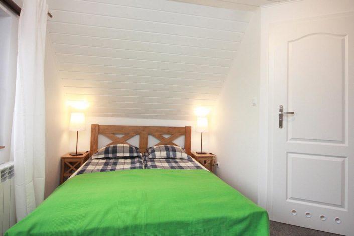 Pokoje nad Jeziorem Mazury | Apartament nr 5 sypialnia - łoże małżeńskie. Dom nad Zatoką