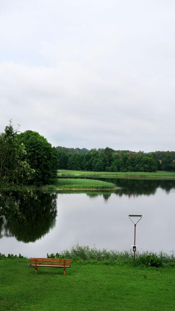 Pokoje nad Jeziorem Mazury   Jezioro - widok z domu na zatokę oraz półwysep. Dom nad Zatoką