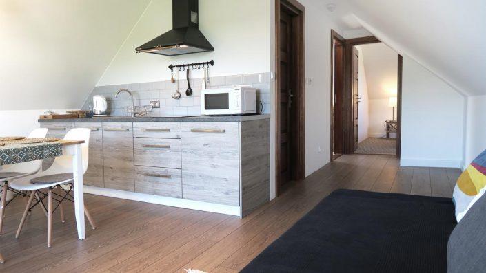 Pokoje nad Jeziorem Mazury | Apartament nr 6 salon z aneksem kuchennym. Dom nad Zatoką