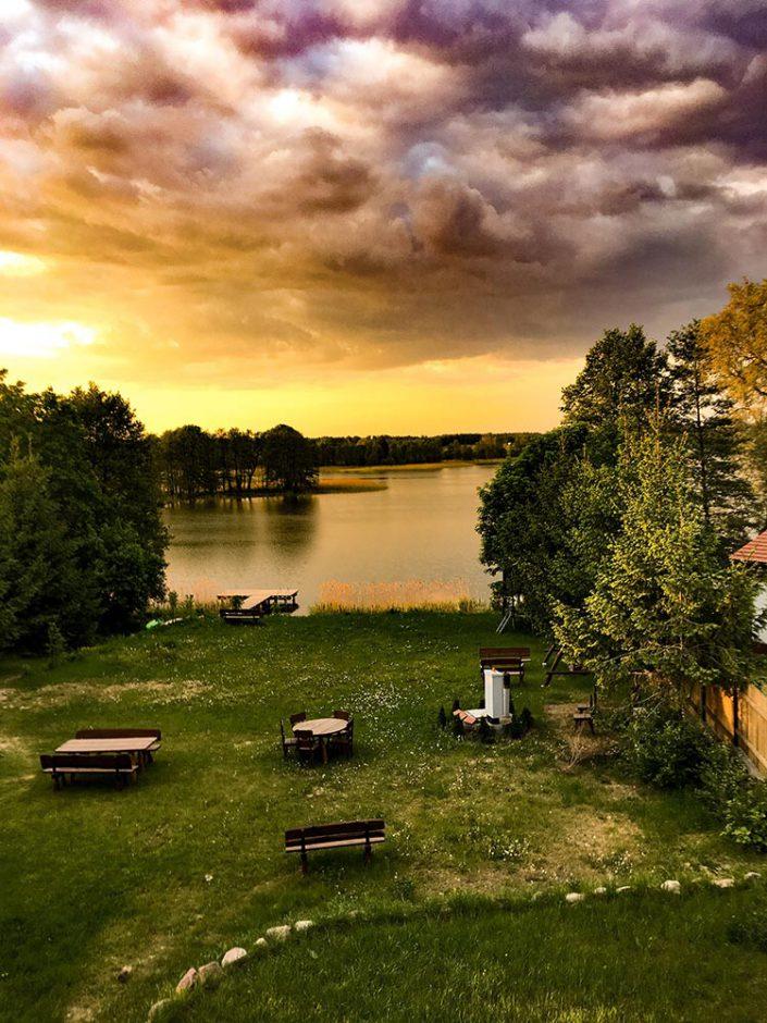 Pokoje nad Jeziorem Mazury | Apartament nr 6 widok przed zachodem słońca z rzadko spotykanym światłem (nieretuszowane). Dom nad Zatoką