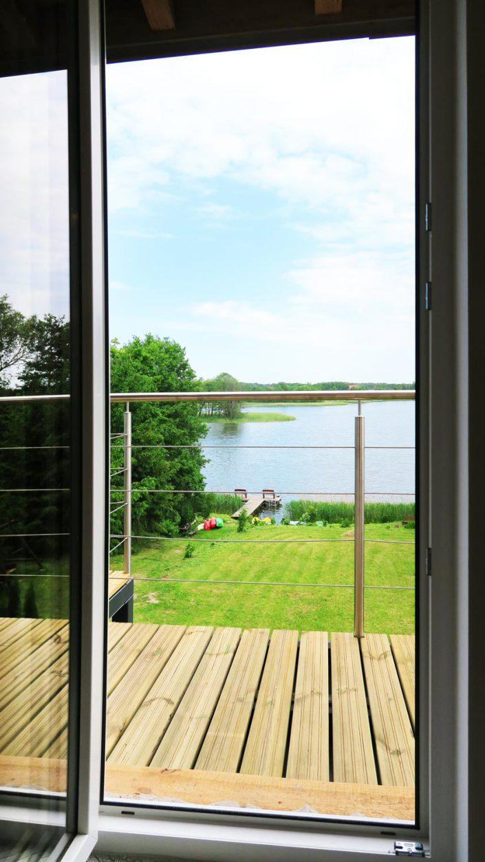Pokoje nad Jeziorem Mazury | Apartament nr 5 widok z kuchni. Dom nad Zatoką