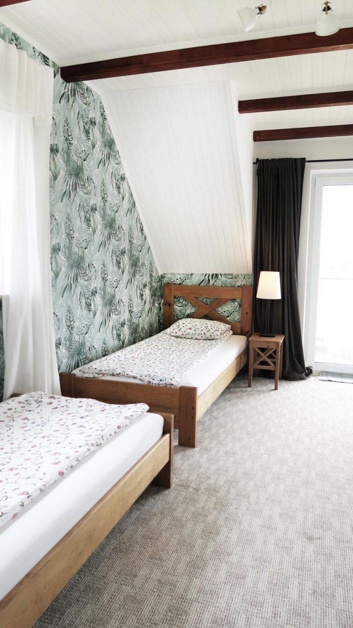 Pokoje nad Jeziorem Mazury | Studio nr 4 mniejszy pokój z dwoma łóżkami. Dom nad Zatoką