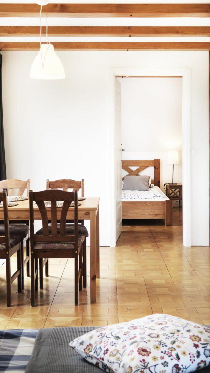 Pokoje nad Jeziorem Mazury | Studio nr 3 przejście do drugiego pokoju. Dom nad Zatoką